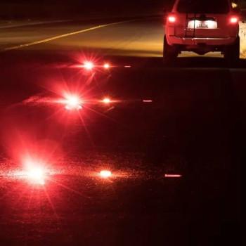 Roadside emergency lights