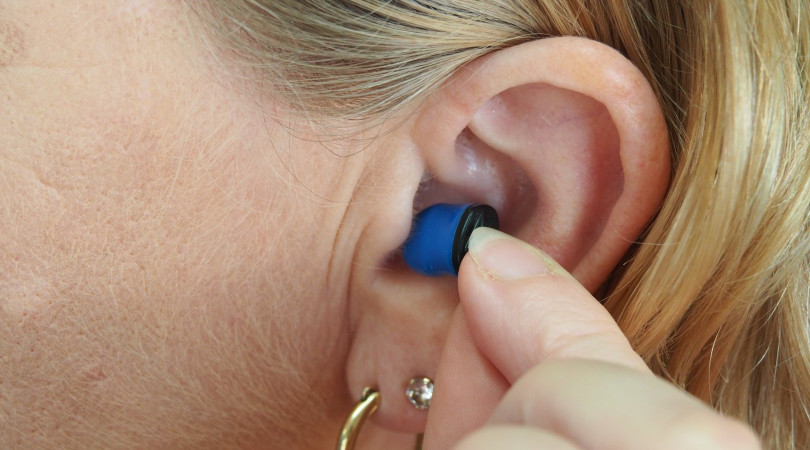 Noise-Reduction-With-Earplugs